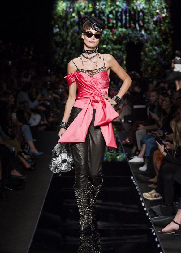 MOSCHINO GAFAS: Nueva colección con chicas rudas y mucho show!!!