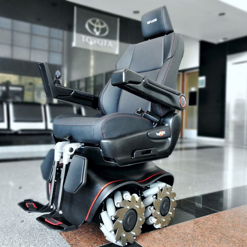 Prototipo de Siruom, la silla de ruedas omnidireccional en la planta de Toyota Argentina