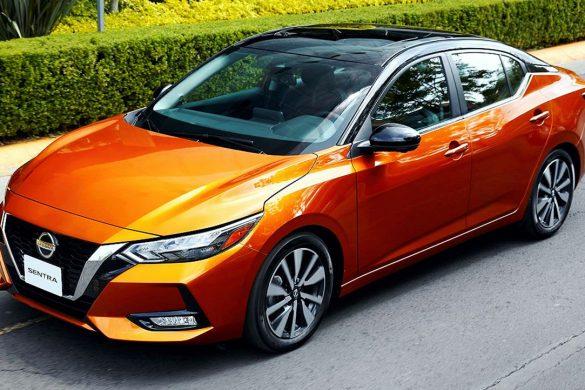 nuevo Nissan Sentra 2020 en carretera vista frontal