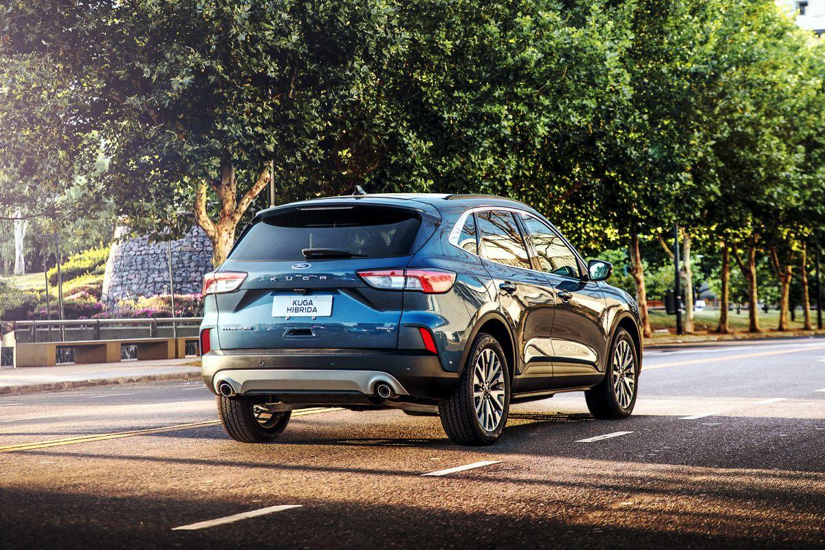 Ford Kuga Titanium Hibrida de atrás en la calle