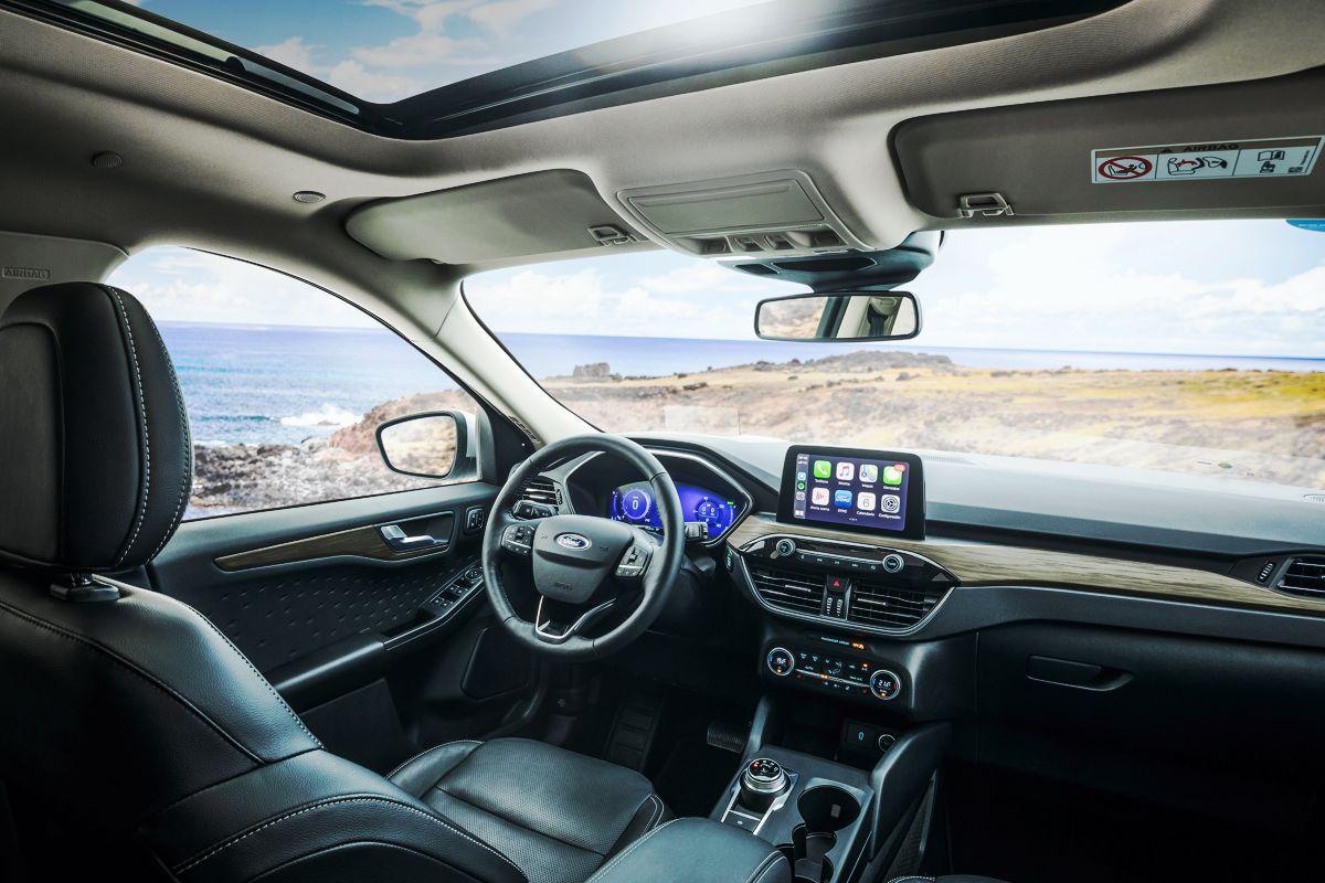 Interior de la nueva Ford Kuga Titanium Hibrida