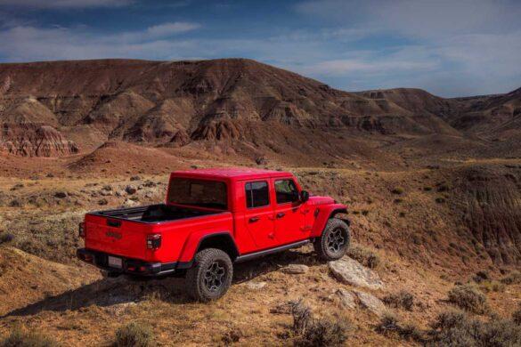 Jeep Gladiator en paisaje off road de montaña